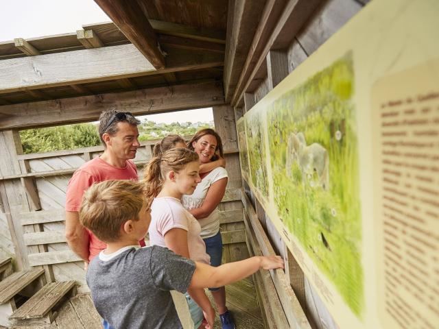 Balade en famille au Marais du Quellen