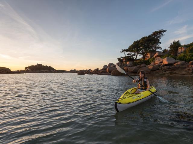 Kayak de mer au crépuscule à Trébeurden