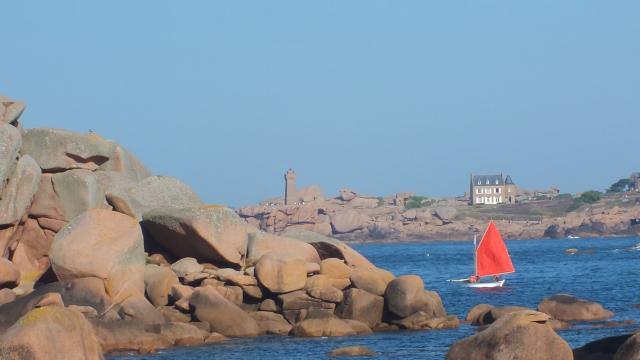 Phare de Ploumanac'h depuis la Presqu'île Renote à Trégastel - Côte de Granit Rose