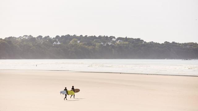 Surf sur la Lieue de Grève