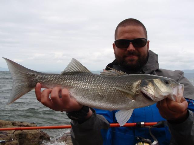 Pêche au bar sur la Côte de Granit Rose avec Kilian Lebreton