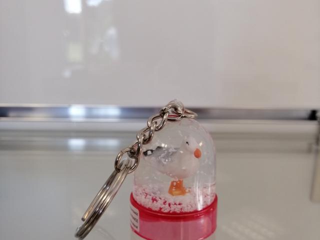 Porte clé boule à neige rose