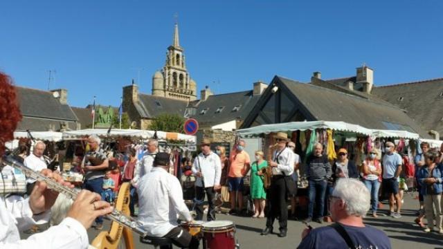 Les Sonerien an Trev ont animé le marché ce samedi matin.